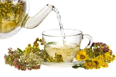 Кружка чая и травы