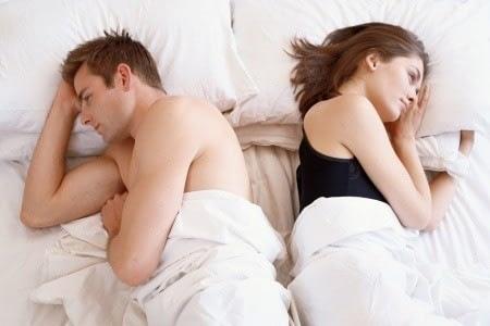 Мужчина с женщиной на кровати
