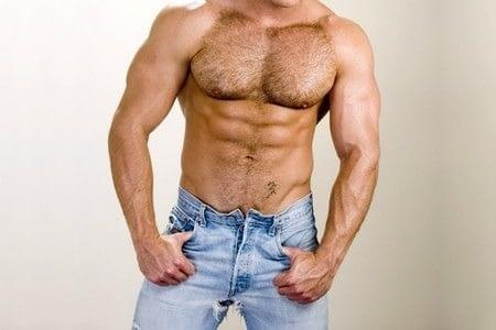 Волосатая грудь у мужчины