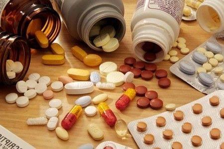 Баночки и упаковки препаратов