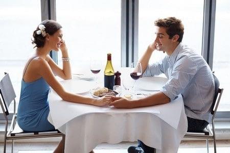 Мужчина на свидании с женщиной