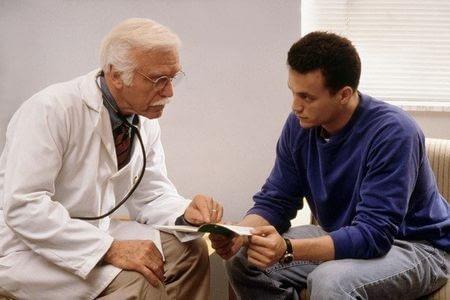 мужчина и доктор